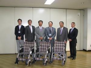 社会奉仕 社会福祉協議会へ車椅子寄贈
